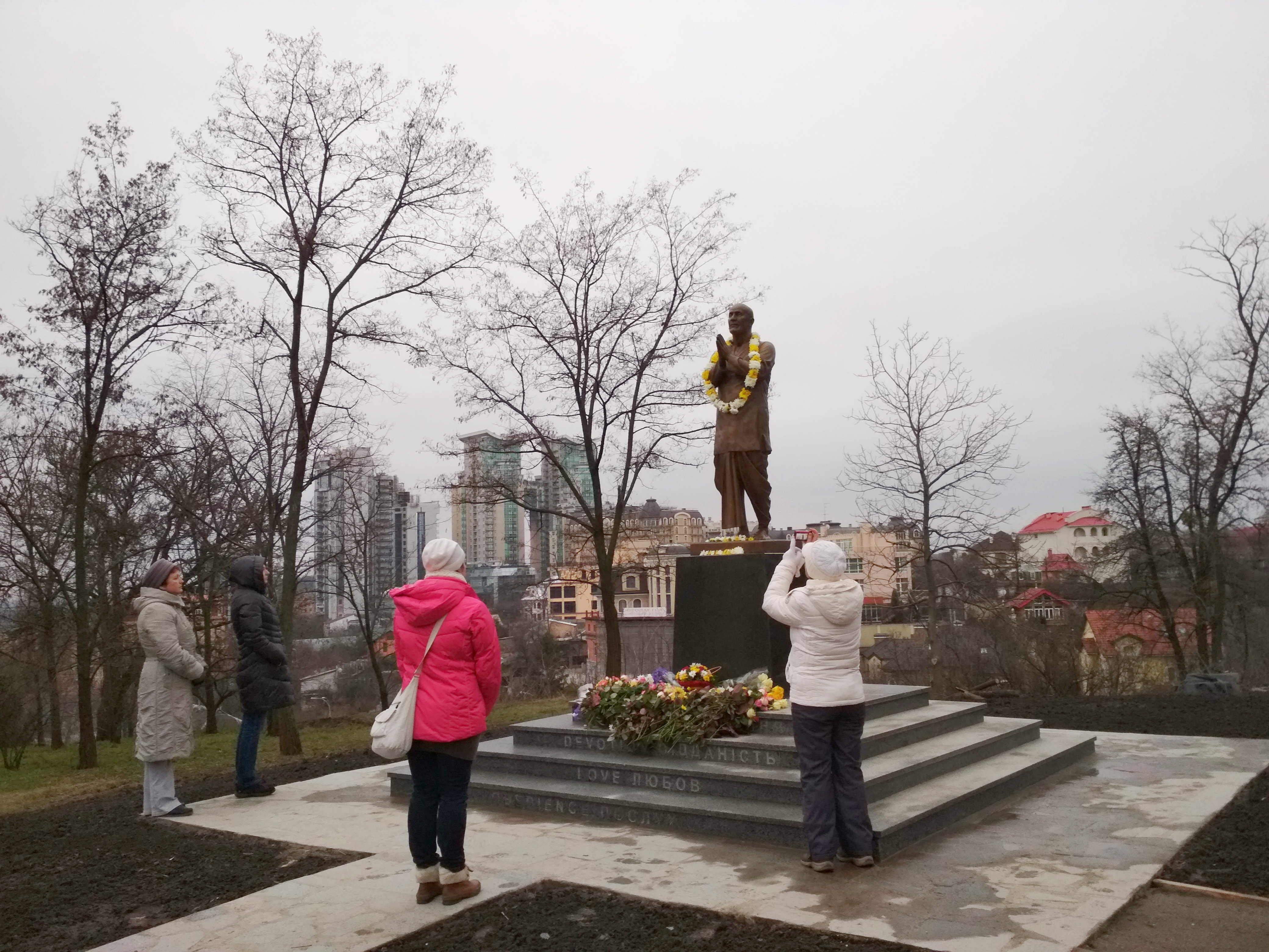 Статуя Шри Чинмоя в Киеве++