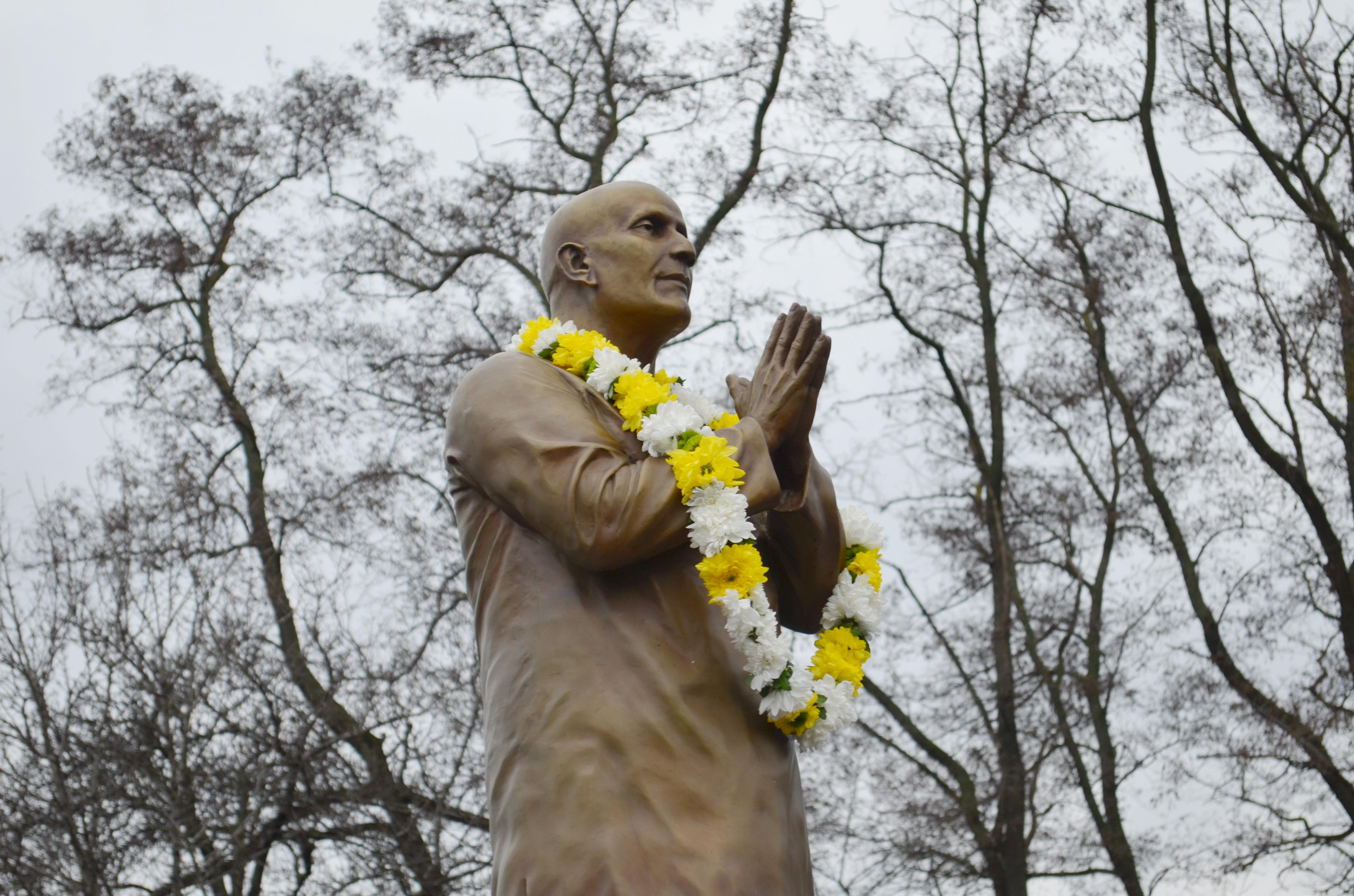Статуя Шри Чинмоя в Киеве